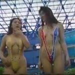 昔のテレビ番組 V字ハイレグ お姉さん 【露出】昔のTV 一般プールで大勢の中マイクロビキニを着て泳ぐ美女